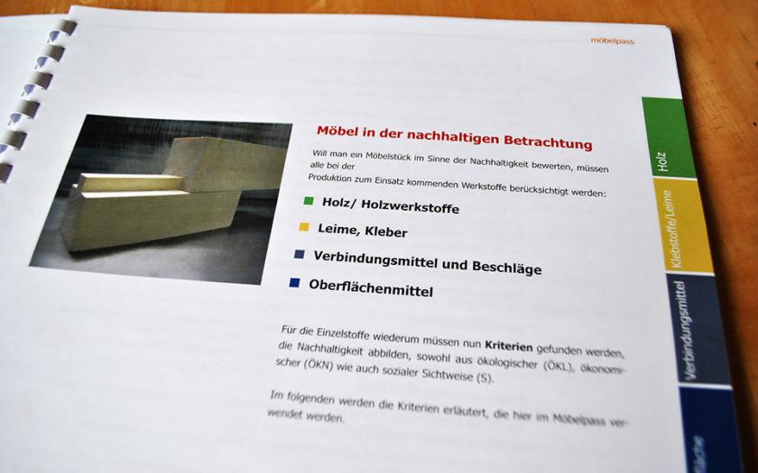 Moebelpass Broschuere Nachhaltigkeit Holzbearbeitung Ökologie Holz Tischlerei