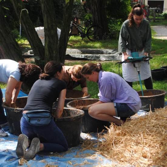 Lehmbackofen für den Interkulturellen Mädchentreff